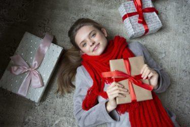 マフラーをプレゼントする意味と色!女性、男性の友達へ贈るときは注意!