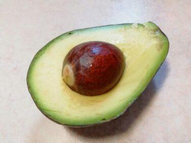 アボカドが変色しても食べれるレシピ!黒い斑点や筋、茶色は腐ってる?