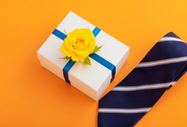 ネクタイをプレゼントする意味や心理は束縛?男性と女性、同性での違いや注意点を紹介